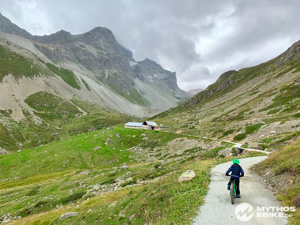 Weg zur Alp Suvretta