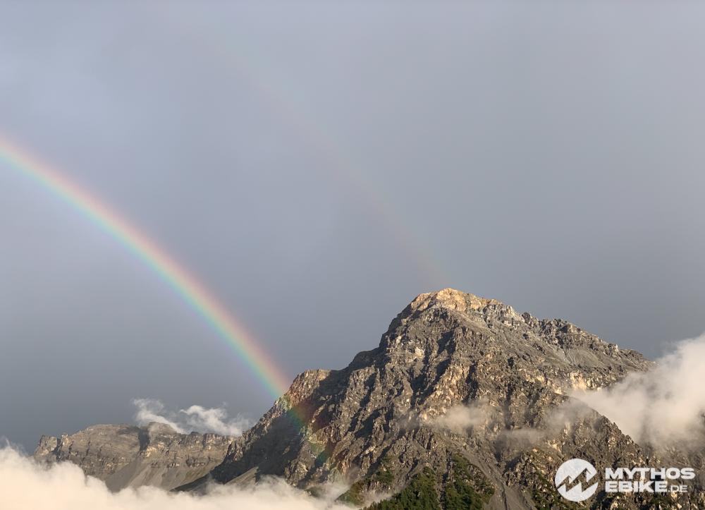 Regenbogen und Berge Arosa