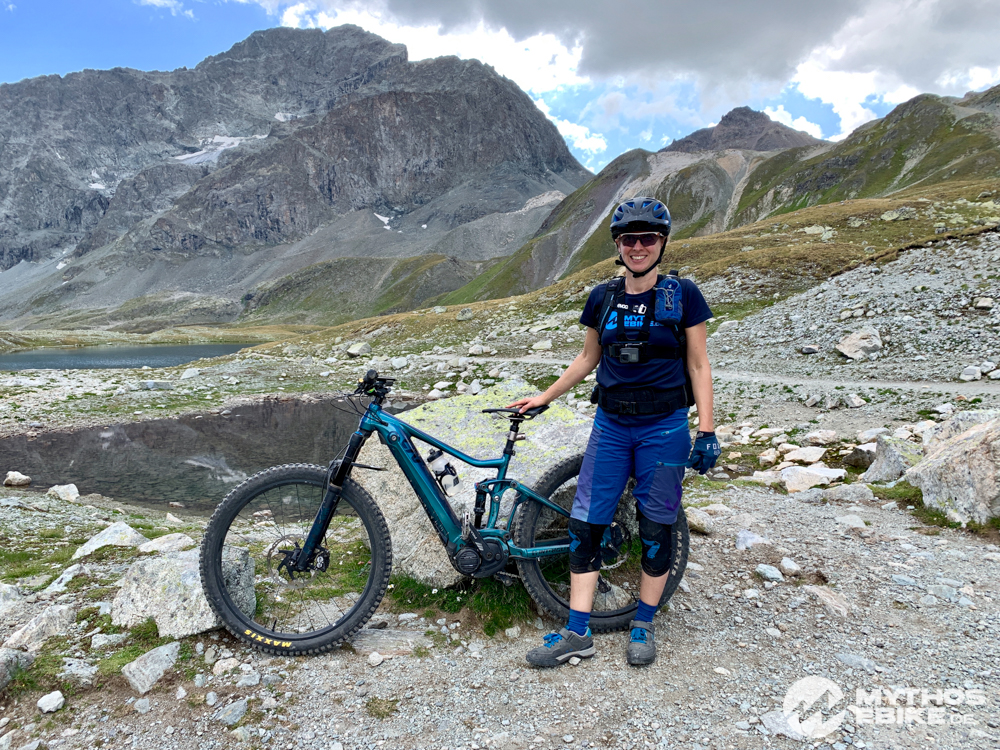 Suvrettapass eMTB Mountainbikerin