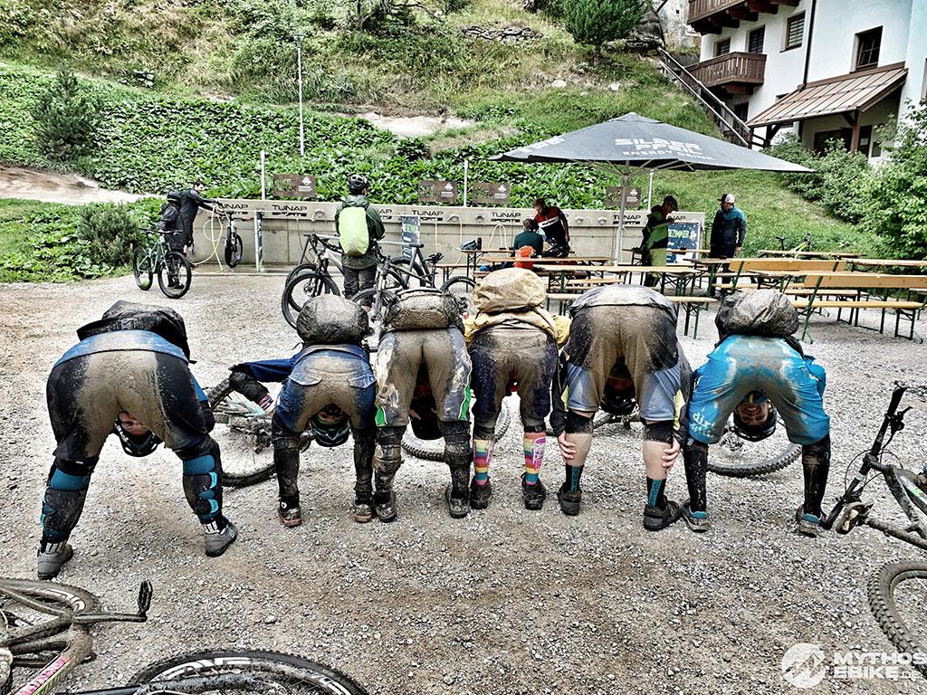 dreckige Mountainbiker Sölden