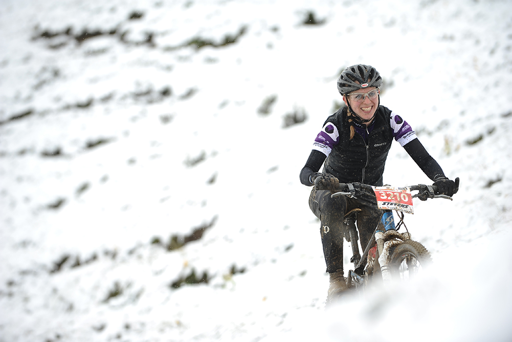 Mountainbiker Schnee