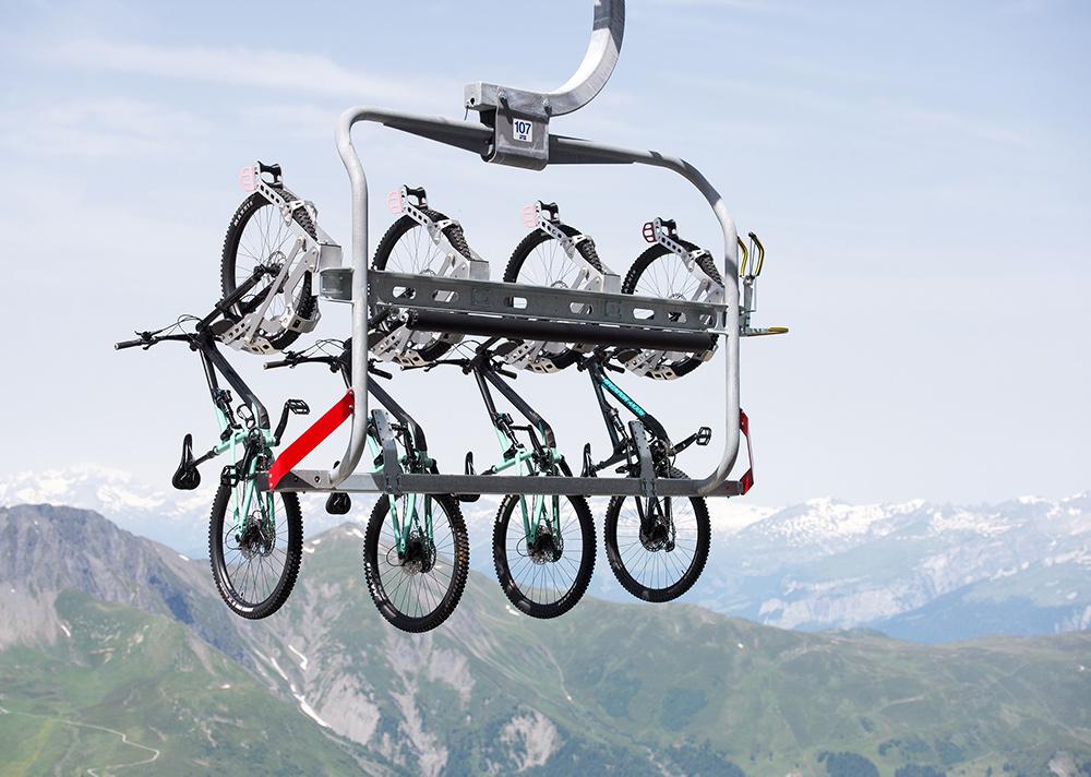 Bikehalterung des Sessellift Weisshorn Speed transportiert 4 Bikes im Bikekingdom Lenzerheide