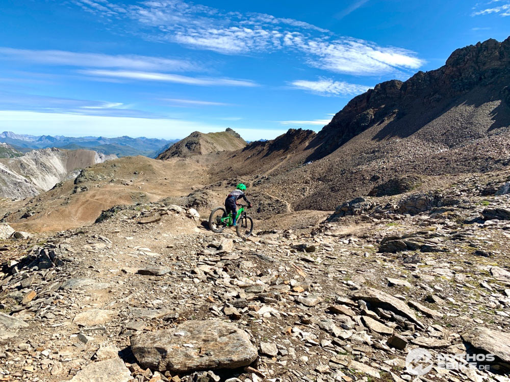 Mountainbike Kind auf dem Trail the dark site of the moon im Bikekingdom Lenzerheide