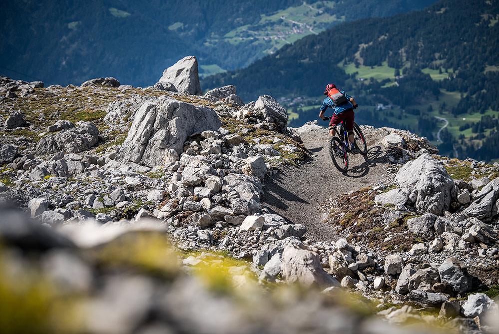Bild des neuen schwarzen Enduro Trail The Great White im Bikekingdom Lenzerheide